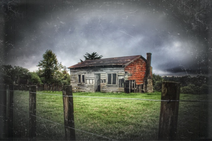 Derelict farmhouse, Waitakere, Auckland. Image: Su Leslie, 2016. Edited with Snapseed and Stackables.